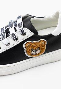 MOSCHINO - Sneaker low - black - 5
