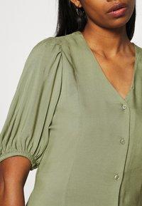 b.young - JOELLA MIDI DRESS  - Denní šaty - oil green - 4