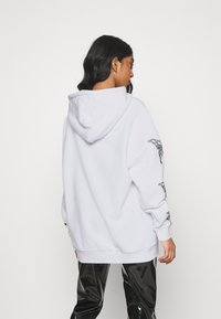 NEW girl ORDER - METALLIC BUTTERFLY HOODIE - Hoodie - white - 2
