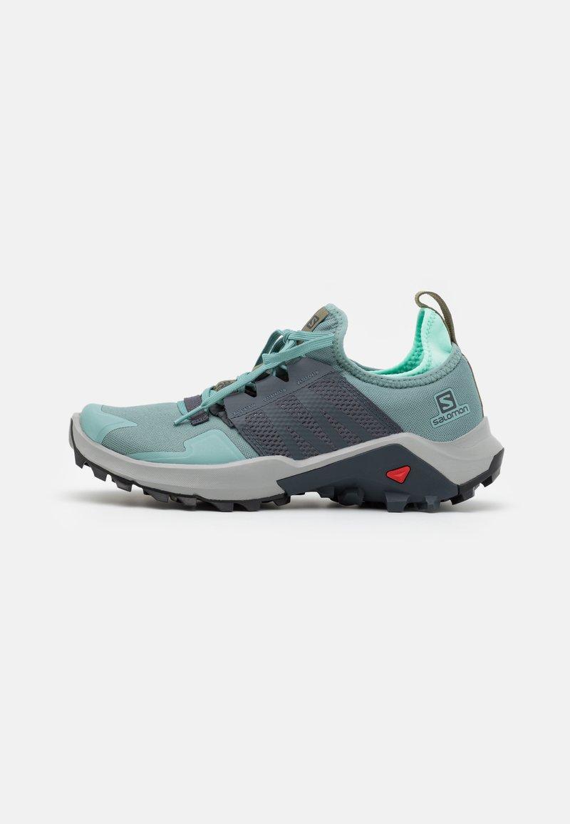 Salomon - MADCROSS  - Trail running shoes - trellis/india ink/yucca