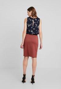 Vero Moda - VMARIANA SKIRT - Pencil skirt - mahogany - 2