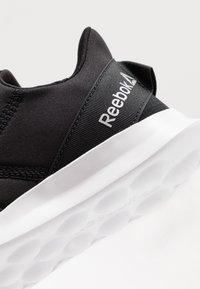 Reebok - EVAZURE DMX LITE 2.0 - Kävelykengät - black/grey/silver/white - 5