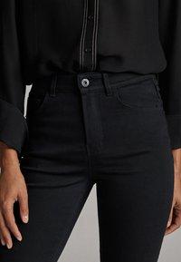 Massimo Dutti - MIT HOHEM BUND - Slim fit jeans - black - 4