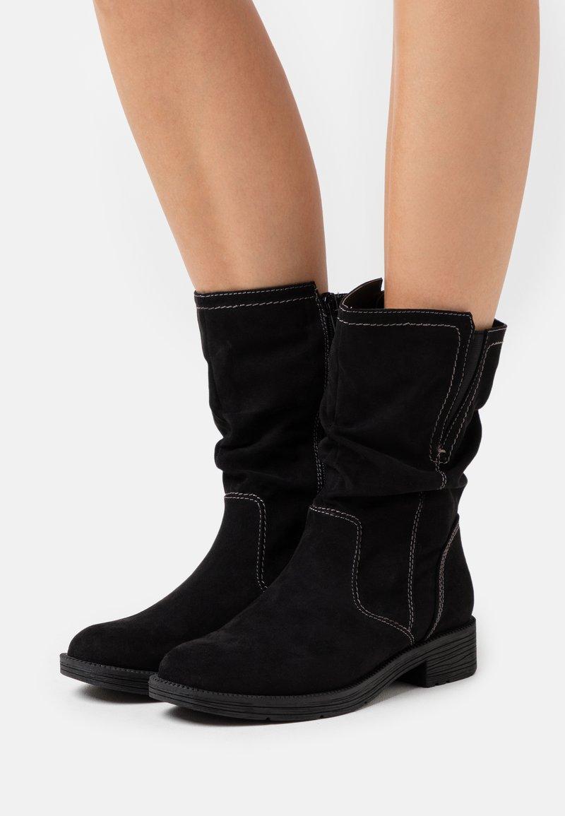 Jana - Vysoká obuv - black