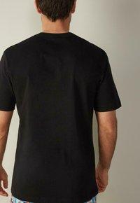 Intimissimi - Print T-shirt - black/bottle green - 1