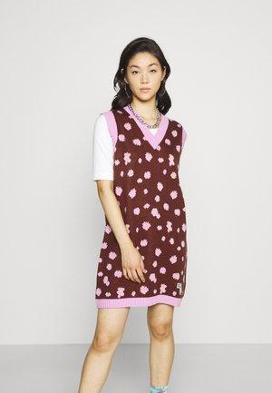 GRIT DRESS - Gebreide jurk - brown/purple