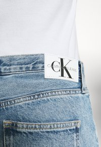 Calvin Klein Jeans - BAGGY - Relaxed fit jeans - denim light - 4