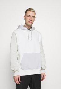 Nike Sportswear - HOODIE  - Bluza - spruce aura/light bone - 0