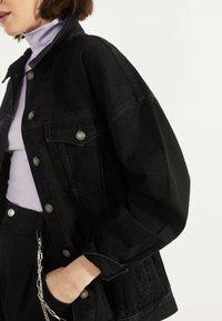 Bershka - OVERSIZE-JEANSJACKE 01110335 - Kurtka jeansowa - black - 3