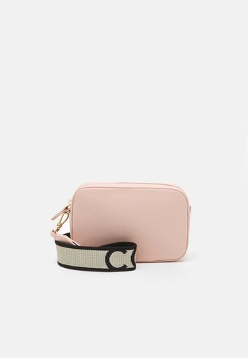 TEBE CROSSBODY - Across body bag - new pink