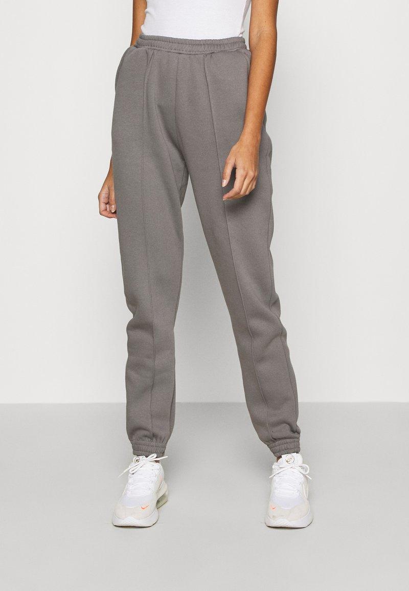 Nly by Nelly - ULTIMATE COZY JOGGERS - Teplákové kalhoty - gray