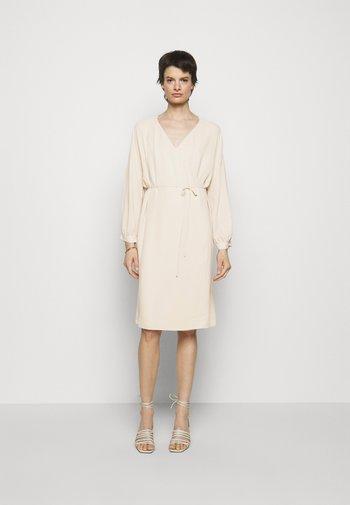 WILLA DRESS - Denní šaty - soft beige