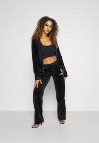 Juicy Couture - ANNIVERSARY CREST  HOODIE - Sweat à capuche zippé - black - 4