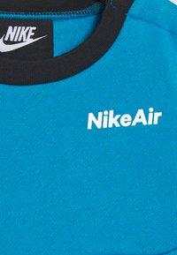 Nike Sportswear - AIR CREW SET - Tracksuit - black/laser blue - 5