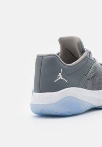 Jordan - AIR 11 CMFT - Tenisky - cool grey/white/med grey - 5