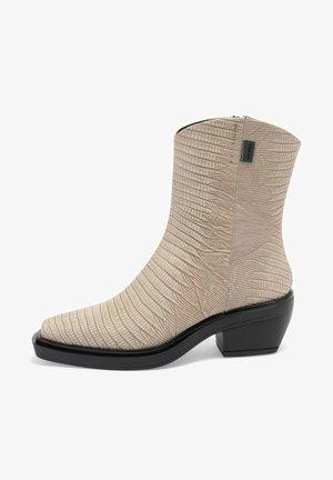 LIZA - Boots - creme snake