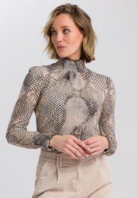 Marc Aurel - Button-down blouse - light sand varied - 0