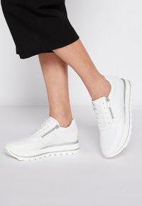 Gabor - Sneakers laag - weiß - 0