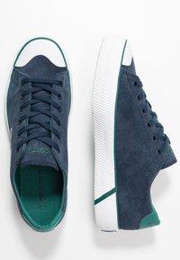 Lacoste - LACOSTE - DAMEN SPORTSWEAR SCHUHE - Sneakersy niskie - nyv/grn - 2