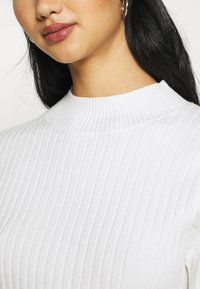 Glamorous - JUMPER WITH LONG SLEEVES HIGH NECK AND CUT OUT BACK - Jumper - offwhite - 6