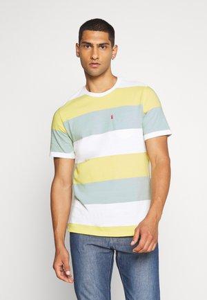 SUNSET POCKET TEE - T-shirt con stampa - yellow