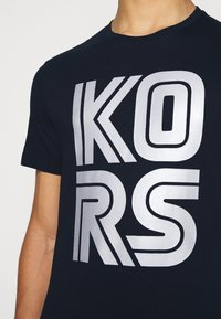 Michael Kors - TECHNO TEE - Print T-shirt - dark midnight - 5