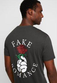 Pier One - Camiseta estampada - black - 0
