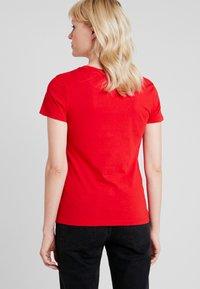 Calvin Klein Jeans - INSTITUTIONAL LOGO SLIM FIT TEE - Triko spotiskem - barbados cherry/soothing sea - 2