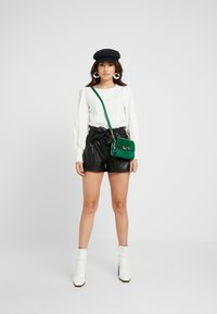 ONLY Petite - ONLNADIA - Shorts - black - 1