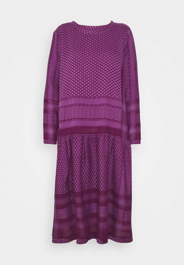 JOSEFINE - Vapaa-ajan mekko - plum/violet