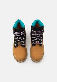 Timberland - PREMIUM UNISEX - Šněrovací kotníkové boty - wheat/blue - 3