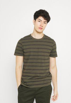 JCOCOUNTS TEE CREW NECK - Print T-shirt - forest night
