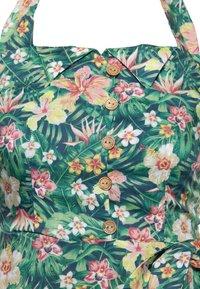 Queen Kerosin - MIT TROPISCHEM MUSTER - Day dress - grün - 2