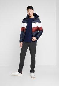 Lyle & Scott - COLOUR BLOCK JACKET - Winter jacket - dark navy/ brick red - 1