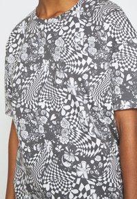NEW girl ORDER - MONO BOARD OVERSIZED TEE - Print T-shirt - black/white - 5