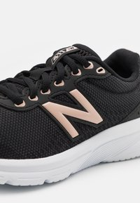 New Balance - 411 - Neutral running shoes - black - 5