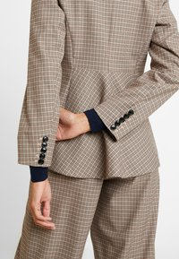 DAY Birger et Mikkelsen - DAY - Blazer - rossetto - 4