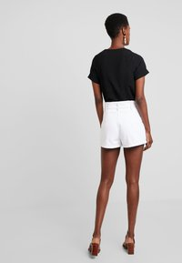Abercrombie & Fitch - PAPER BAG WAIST - Shorts - white - 3