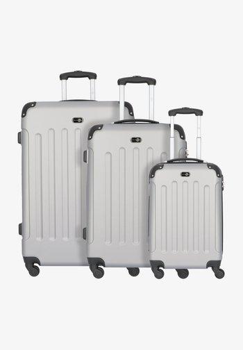 BERLIN 4-ROLLEN KOFFERSET 3TLG. - Luggage set - silber