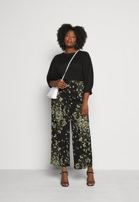 CAPSULE by Simply Be - WIDE LEG TROUSERS PRINTED - Trousers - black/green - 1