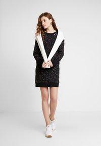 Ragwear - MENITA FLOWERS - Korte jurk - black - 1
