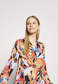 Emily van den Bergh - MIDI - Denní šaty - multicolour - 3
