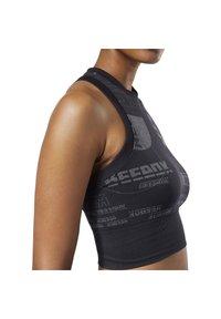 Reebok - MEET YOU THERE SEAMLESS CROPPED TANK TOP - Sports bra - black - 3