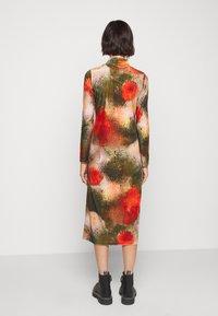 Henrik Vibskov - POLLEN DRESS WET FLOWERS - Žerzejové šaty - multi-coloured - 2