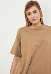 Trendyol - Basic T-shirt - beige - 4