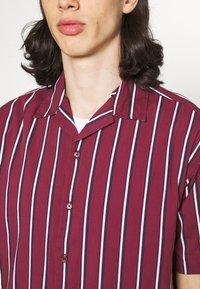 Jack & Jones PREMIUM - JPRBLASTRIPE RESORT SHIRT - Shirt - zinfandel - 5