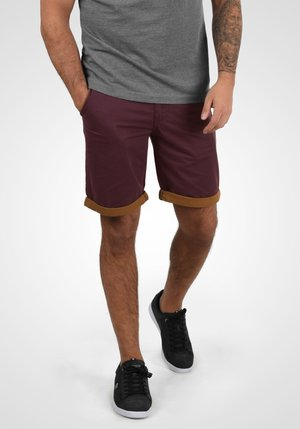 NEJI - Shorts - wine/red