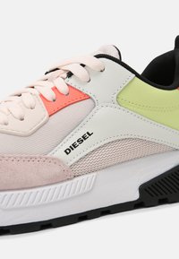 Diesel - S-TYCHE - Trainers - white - 5
