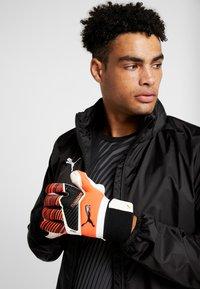 Puma - ONE GRIP HYBRID PRO - Goalkeeping gloves - red/black/white - 0