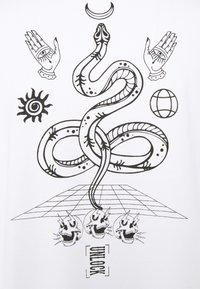 RETHINK Status - UNISEX REGULAR FIT - Print T-shirt - white - 6